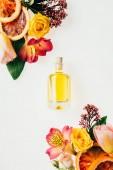 """Постер, картина, фотообои """"вид сверху бутылка ароматного духи с красивыми цветами и дольками грейпфрута, изолированные на белом"""""""