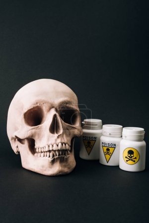 Photo pour Scull and jars with poison sign isolated on black - image libre de droit