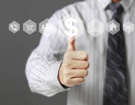 Photo pour Toucher main icône virtuelle de réseau social - image libre de droit