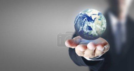 Manos tocando la interfaz de pantalla de botón conexión global custome