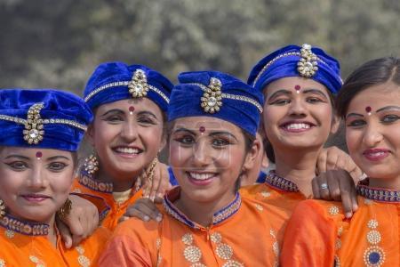 Photo pour NEW DELHI, INDE - 23 JANVIER 2017 : Des Indiennes participent à des activités de répétition pour le prochain défilé de la fête de la République de l'Inde. New Delhi, Inde - image libre de droit