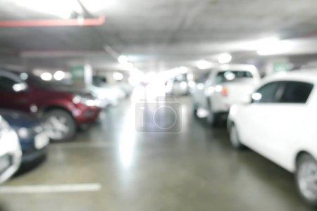 Photo pour Parking flou abstrait avec des voitures - image libre de droit