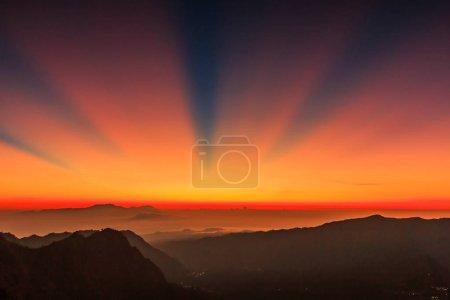Photo pour Soleil du matin au Mont Bromo Indonésie - image libre de droit