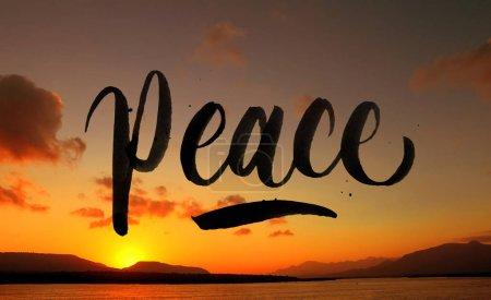 Photo pour Citation de paix plus beau paysage coucher de soleil - image libre de droit