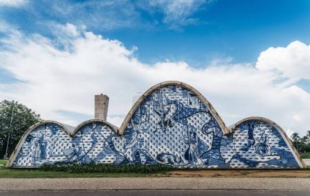 Foto de Belo Horizonte, Brasil - 26 de diciembre de 2017: Iglesia modernista de San Francisco de Assis por Oscar Niemeyer en Pampulha, Patrimonio de la Humanidad por la UNESCO, Belo Horizonte, Minas Gerais, Brasil, América del Sur - Imagen libre de derechos