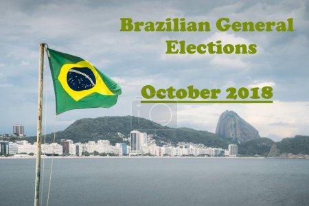 Photo pour Drapeau brésilien sur un poteau de jeu par rapport à Copacabana, Rio de Janeiro au Brésil avec un message des prochaines élections générales en octobre 2018 en agitant - image libre de droit