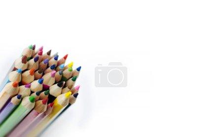 Photo pour Crayons de couleur isolés sur le fond blanc - image libre de droit