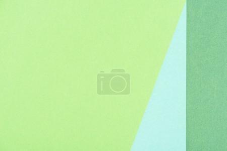 Nahaufnahme von Papierschichten mit Grün- und Blautönen als Hintergrund