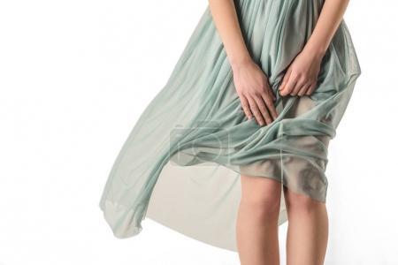 Photo pour Vue recadrée de femme sensuelle en robe transparente, isolée sur blanc - image libre de droit