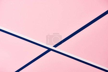Foto de Patrón rosa abstracto con líneas azul y blanco - Imagen libre de derechos