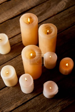 Foto de Burning candles on wooden table on christmas eve - Imagen libre de derechos