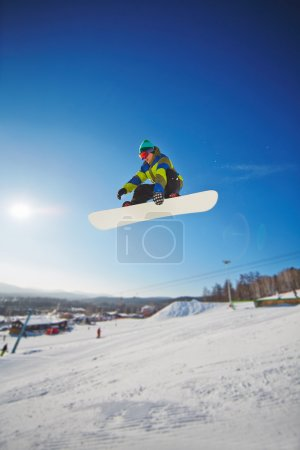 Snowboarding competitor free riding