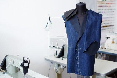 Inachevé veste et pantalon en atelier de tailleur