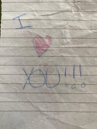 """Photo pour Coeur grunge dessiné à la main et """"Je t'aime message"""" pour la fête des mères - image libre de droit"""