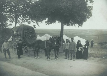 Horse drawn wagon of paramedic unit with staff and red-cross sisters