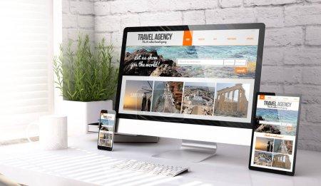 Photo pour Trois dispositifs de maquette montrant le site Web de l'agence de voyage sur un rendu 3D de bureau - image libre de droit