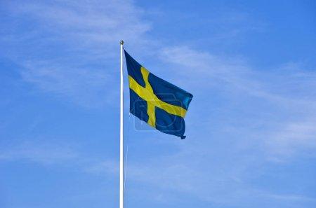 Photo pour Flying Flagg de Suède près coup - image libre de droit