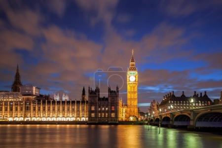 Photo pour Big Ben avec pont dans la soirée, Londres, Angleterre, Royaume-Uni - image libre de droit