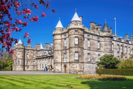 Photo pour Palais de Holyrood House est la résidence de la Reine à Edimbourg, Ecosse - image libre de droit