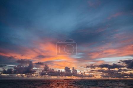 Foto de Impresionante puesta de sol y paisaje marino Thoddoo Island, Maldivas - Imagen libre de derechos