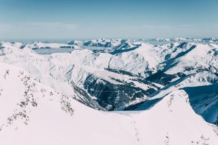 Photo pour Beau paysage pittoresque avec des sommets enneigés de montagne à Mayrhofen, en Autriche - image libre de droit