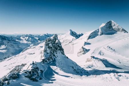 Photo pour Paysage d'hiver magnifique avec des sommets enneigés au domaine skiable de mayrhofen, Autriche - image libre de droit