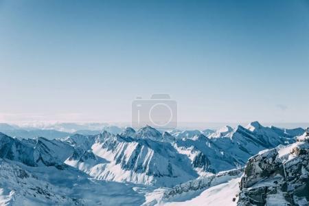 Photo pour Beau paysage pittoresque avec des sommets enneigés dans le domaine skiable de Mayrhofen, Autriche - image libre de droit