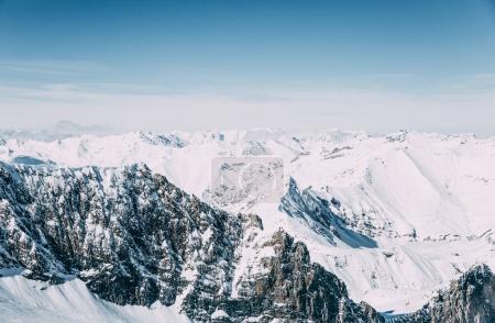 Photo pour Paysage majestueux avec des montagnes enneigées d'hiver, mayrhofen, Autriche - image libre de droit