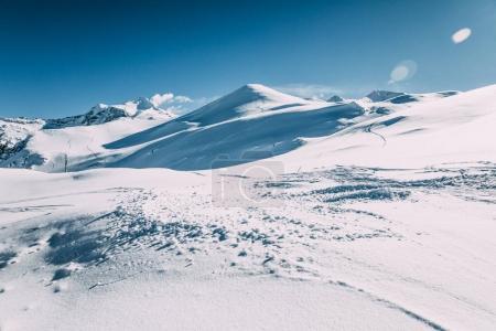 Foto de Hermosa blanca nieve en montañas de invierno, esquí de mayrhofen, austria - Imagen libre de derechos