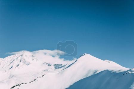 Photo pour Beau paysage avec des sommets enneigés et ciel bleu, mayrhofen, austria - image libre de droit