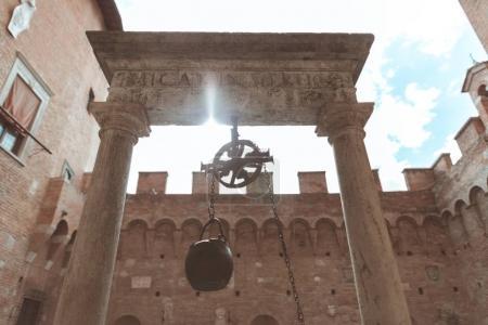 Photo pour Lieu Saint avec encensoir dans la ville de Sienne - image libre de droit