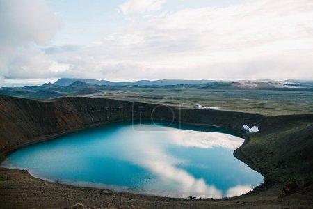 Photo pour Beau paysage pittoresque avec majestueux lac volcanique en iceland, krafla, lac viti - image libre de droit