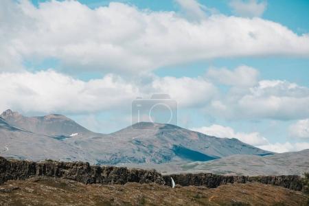 Photo pour Paysage glaciaire majestueux avec montagnes, cascades et formations rocheuses - image libre de droit