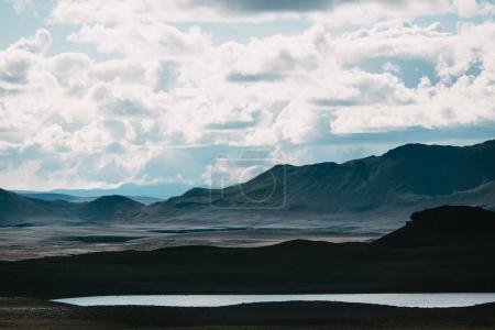 Photo pour Beau paysage avec lac et montagnes pittoresques en iceland - image libre de droit