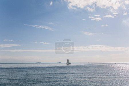 Photo pour Bateau en mer à Istanbul, Turquie - image libre de droit