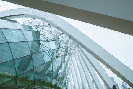 Photo pour Singapour - 19 janvier 2016: belle scène urbaine avec le bâtiment moderne de la ville - image libre de droit