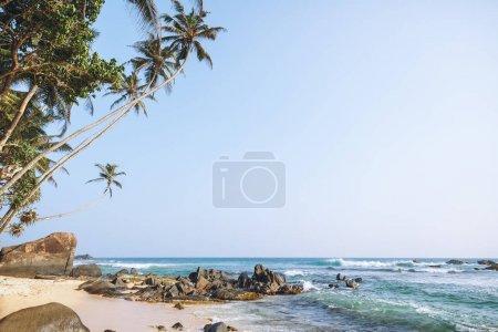 Photo pour Belle vue panoramique sur l'océan et le ciel bleu, unawatuna, sri lanka - image libre de droit