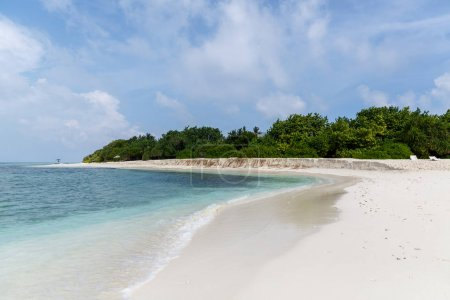 Photo pour Belle vue panoramique sur la plage vide et l'océan, les Maldives, thoddoo - image libre de droit