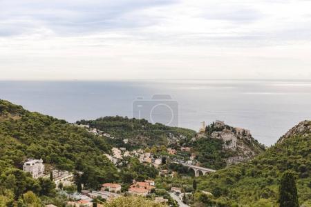 Photo pour Vue aérienne d'une belle petite ville sur des collines au-dessus du littoral, Fort de la Revere, France - image libre de droit