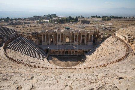 Photo pour Ruines de l'ancien amphithéâtre à Hiérarchie, dinde - image libre de droit