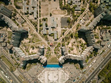Photo pour Vue aérienne de maisons d'habitation à une ville européenne moderne, Kiev, Ukraine - image libre de droit