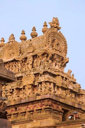 Foto de Gopuram tallada del templo Airavatesvara Darasuram. Arquitectura de templo de Tamil hindú Shiva, construida por Rajaraja Chola Ii en el 12mo siglo Ce. Patrimonio de la humanidad - Imagen libre de derechos