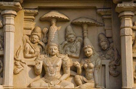 Idoles sculptées sur la paroi extérieure du temple Kailasanathar kanchi, Kanchipuram, Tamil Nadu, Inde