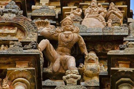 Foto de Talla de información en el muro exterior del templo Airavatesvara Darasuram cerca Kumbakonam. Arquitectura de templo de Tamil hindú Shiva, construido por Rajaraja Chola Ii, siglo XII Ce, patrimonio de la humanidad - Imagen libre de derechos
