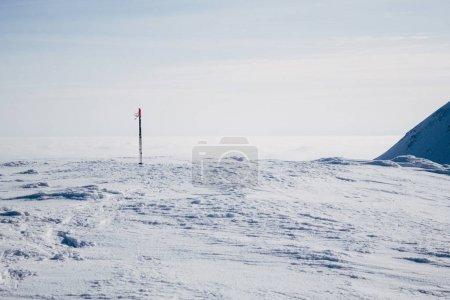 Photo pour Pics recouverts de neige dans les montagnes de Gorgany - image libre de droit