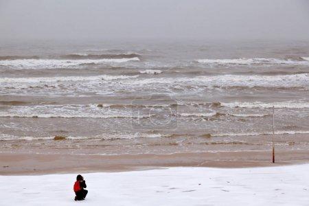 Photo pour Plage d'hiver de la mer Baltique. Région de Kaliningrad. Russie - image libre de droit