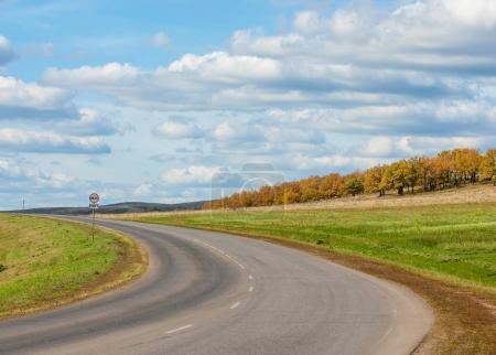 Photo pour State Highway. Route s'étendant dans le ciel - image libre de droit
