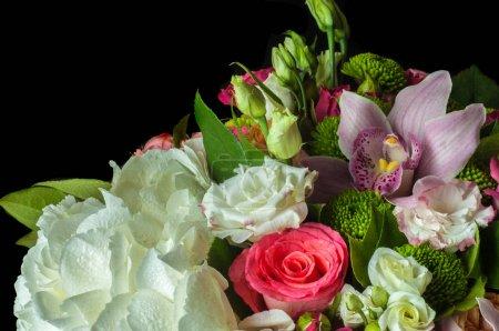 Photo pour B Beau bouquet de fleurs prêt pour la grande cérémonie de mariage . - image libre de droit