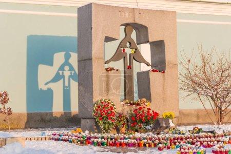 Photo pour Kiev, Ukraine, 24 novembre 2014: Monument aux victimes de la 1932-1933 sur la place de Mikhaïlovskaïa Holodomor - image libre de droit
