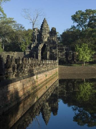 Statues at South Gate Bridge and gateway Angkor Thom, Krong Siem Reap, Siem Reap, Cambodia